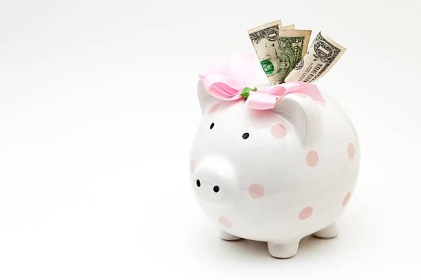 rosa sparschwein mit dollar-banknoten gefüllte - rentenpunkte stock-fotos und bilder