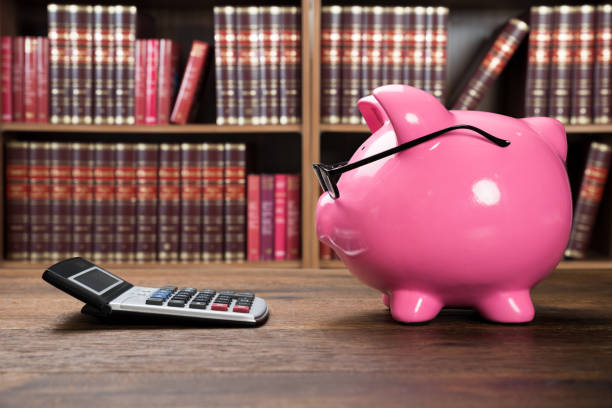 Pink Piggybank And Calculator Piggybank With Eyeglasses And Calculator On Wooden Table 40 kilometre stock pictures, royalty-free photos & images
