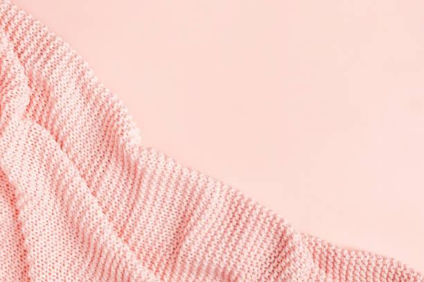 roze plaid, bovenaanzicht - deken stockfoto's en -beelden