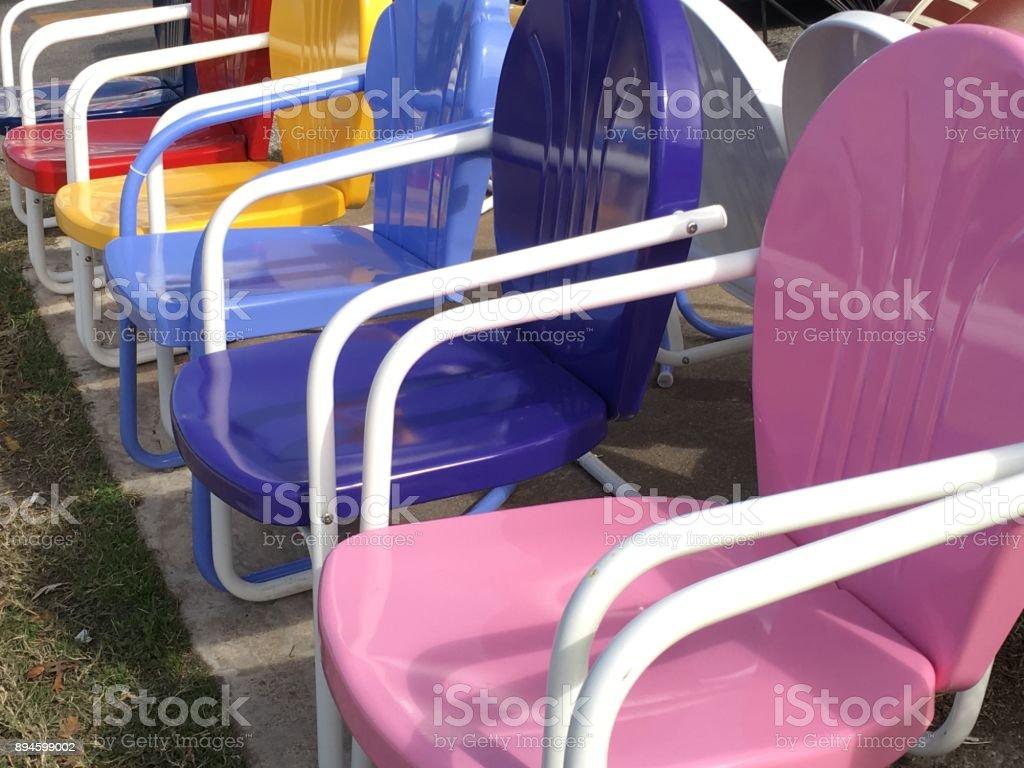 Rosa Retro Stuhl Im Vordergrund Bunte Terrasse Stuhle Stockfoto Und Mehr Bilder Von Auslage Istock