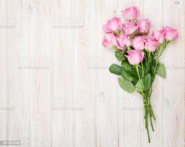 Pink roses bouquet over wooden table picture id467355088?b=1&k=6&m=467355088&s=612x612&h=tlzszd06y54bhocvwt7qdjvtqawkyrzqps4wyoeqq1q=
