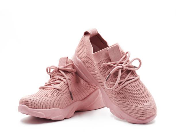 różowe buty izolowane na białym tle. - but sportowy zdjęcia i obrazy z banku zdjęć