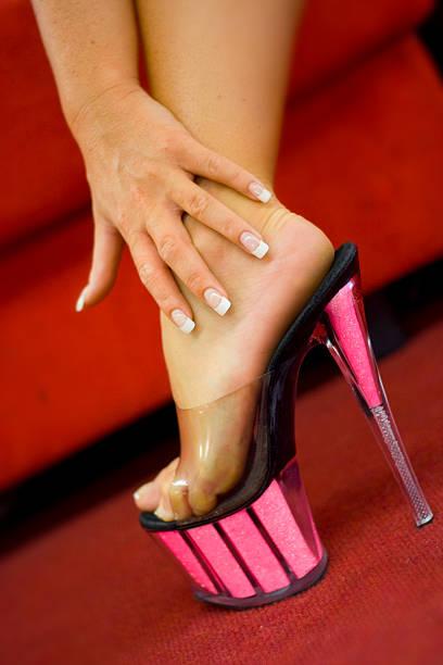 rosa schuhe - nails stiletto stock-fotos und bilder