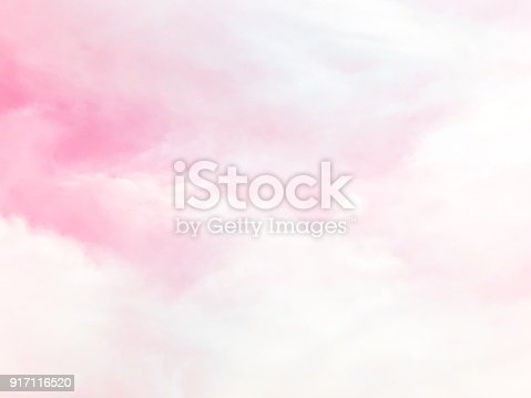 istock Pink sky and cloud background 917116520