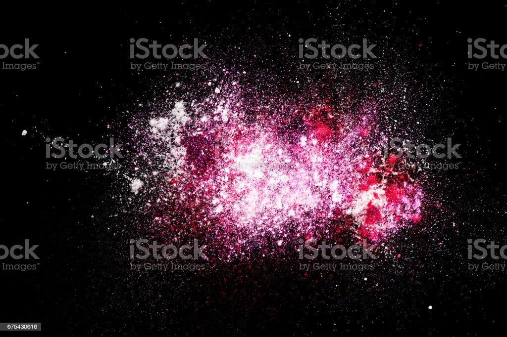 splash rose sur fond noir photo libre de droits