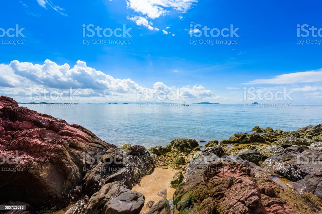 Pink stone (Arkose, Arkosic Sandstone) near the beach , Pink stone viewpoint at Chantaburi province foto stock royalty-free
