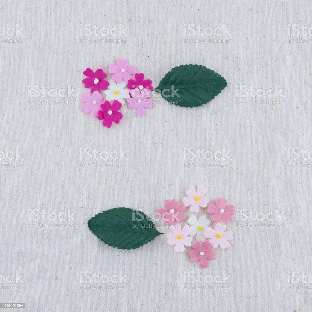 Roze Toon papier bloemen en groene bladeren boeket - Royalty-free Blad Stockfoto