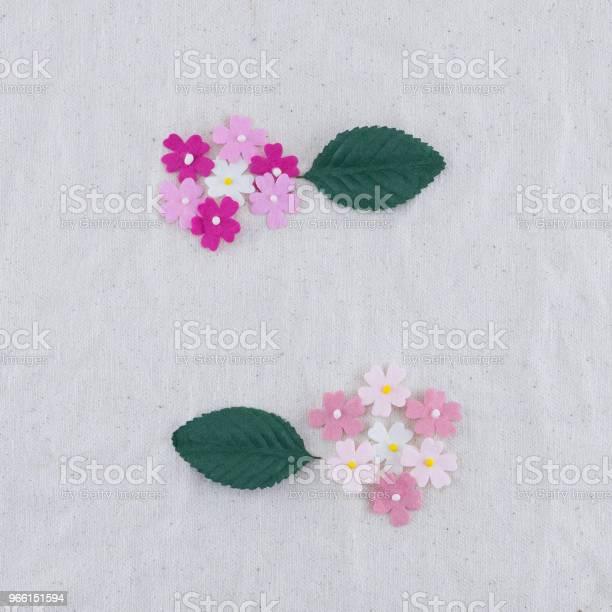 Roze Toon Papier Bloemen En Groene Bladeren Boeket Stockfoto en meer beelden van Blad