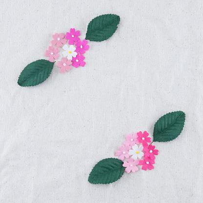 Rosa Ton Pappersblommor Och Gröna Blad Bukett-foton och fler bilder på Blomma