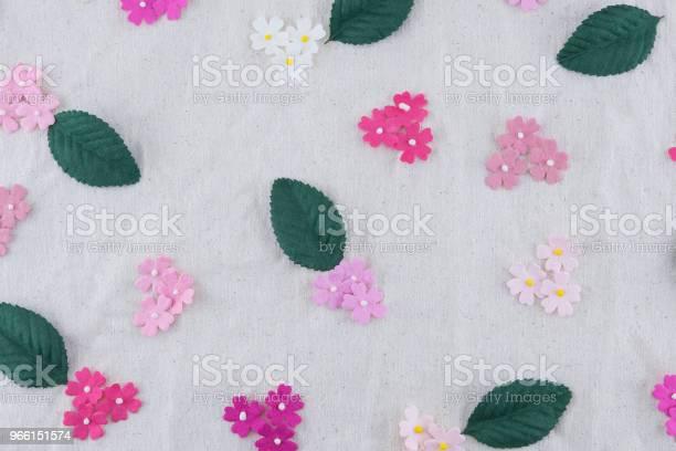 Roze Toon Papier Bloemen En Groene Bladeren Patroon Op Mousseline Stof Stockfoto en meer beelden van Blad