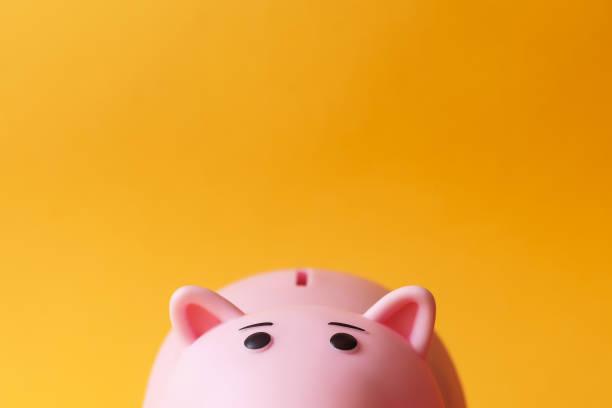 boîte à monnaie piggy jouet rose - tirelire photos et images de collection