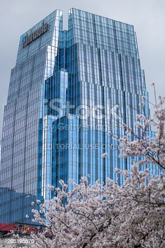 istock Pinnacle Financial Partners building reflecting the sky on a beautiful day. 1265195570