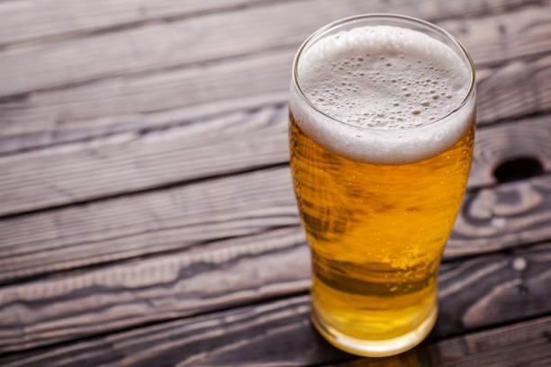 Pint of light beer - foto stock