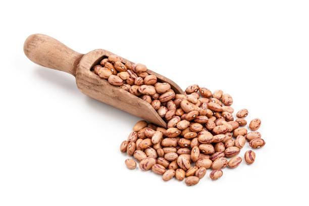 pinto beans in a serving scoop shot on white background - fasola pinto zdjęcia i obrazy z banku zdjęć