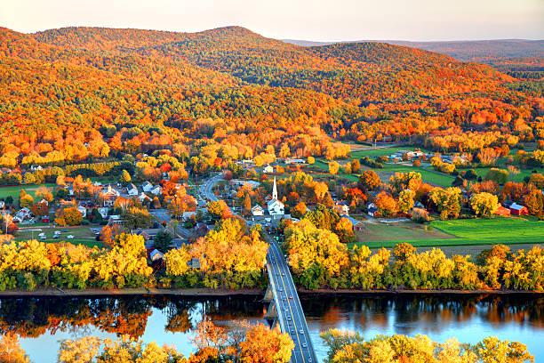 pioneer valley in autumn - massachusetts stockfoto's en -beelden