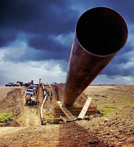 Pipeline di fronte l'imminente Burrasca - foto stock