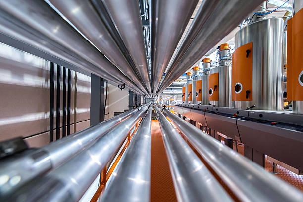 rohre in factory - petrochemische fabrik stock-fotos und bilder