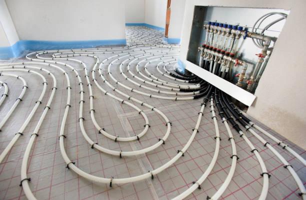 Rohre der Fußbodenheizung in den Bau eines neuen Wohnhauses – Foto