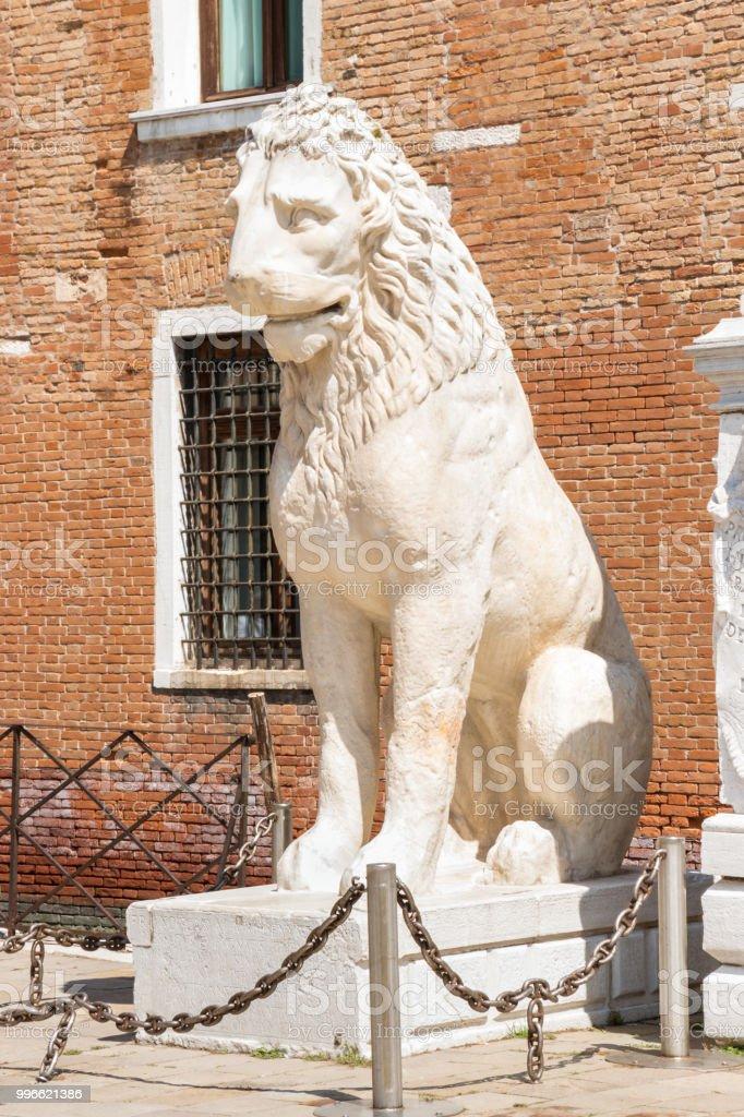Leão Piraeus - estátua de leão grega antiga para o Arsenal de Veneza - foto de acervo