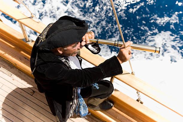 pirate captain jagd - matrosin kostüm stock-fotos und bilder