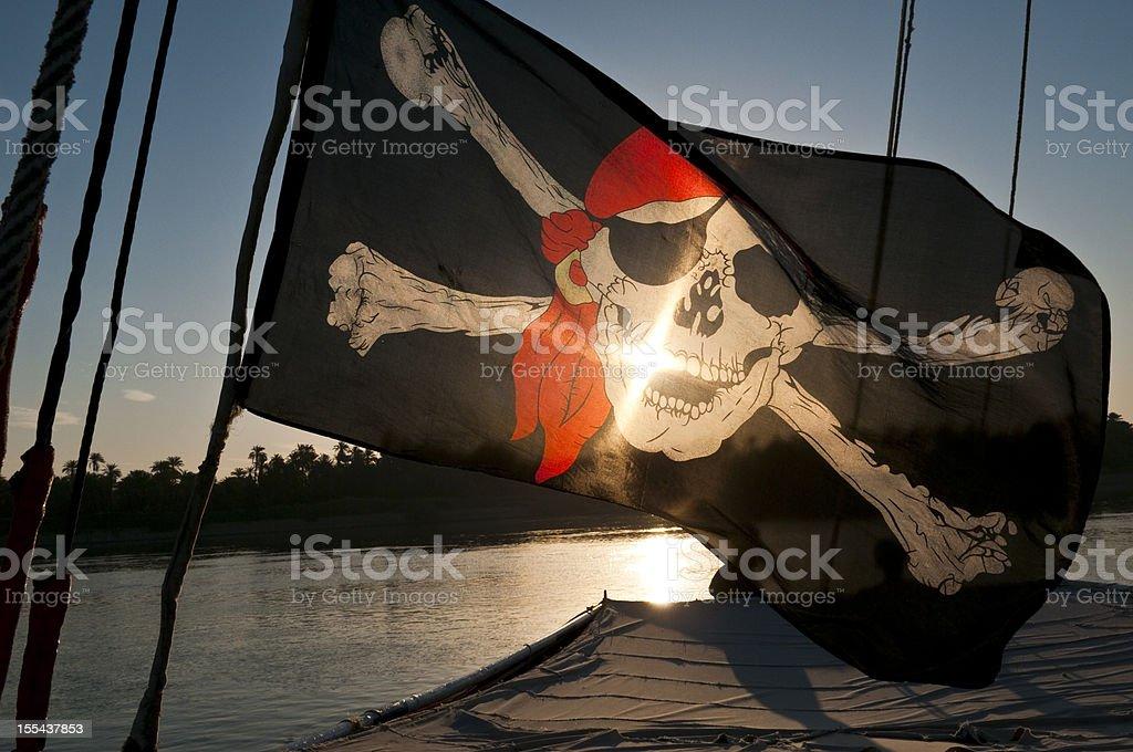 Bandera pirata en sunrise - foto de stock