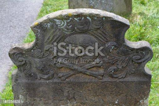 Fotograf a de pirate tumba de piedra bandera de piratas godstone surrey y m s banco de im genes - Baneras de piedra ...