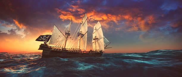 Pirate barco navegando en el mar abierto al atardecer - foto de stock
