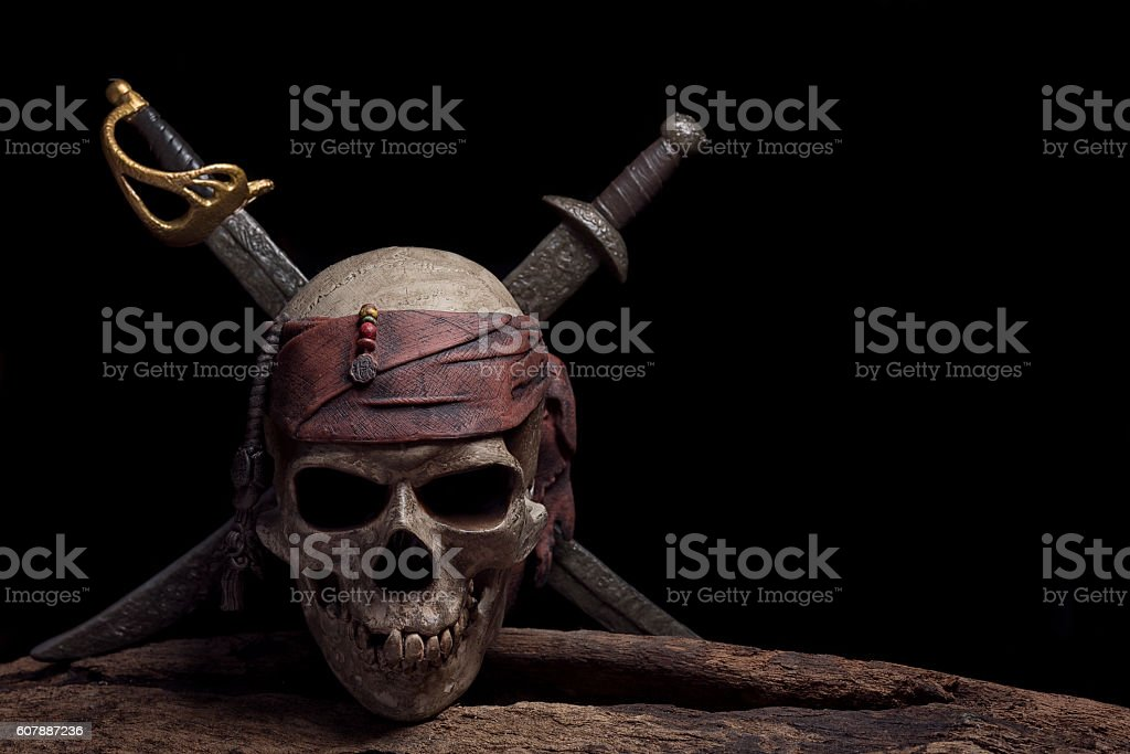 pirate skull with two swords - foto de stock