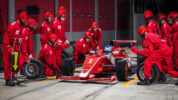 Boxencrew Vorbereitung auf Formel-Auto Reifen wechseln – Foto
