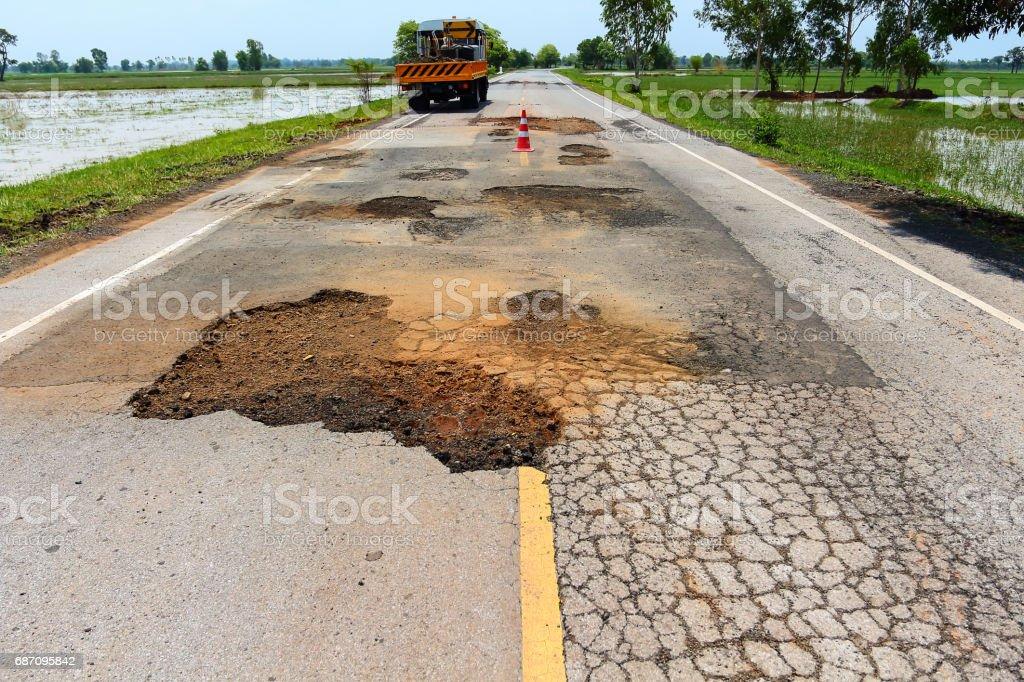 Grube auf der Autobahn. Lizenzfreies stock-foto