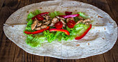 pita bread with grilled meat tomatoes pepper and salad