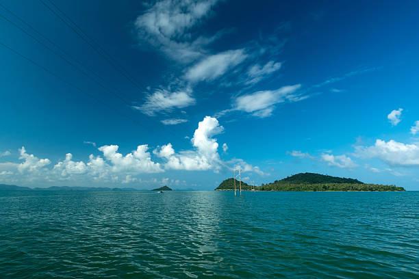 Pitak Insel und blauer Himmel – Foto