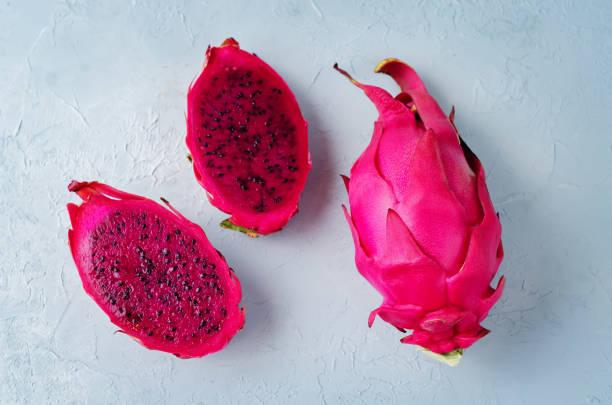 pitaya, dragon fruit - kaktusfrucht stock-fotos und bilder