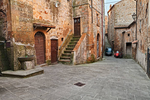 Pitigliano, Grosseto, Tuscany, Italy: old alley in the medieval village - foto stock