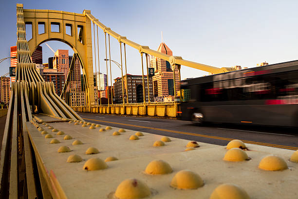 Pittsburgh Bridge and Bus Pittsburgh public bus traveling across the Andy Warhol Bridge pittsburgh bridge stock pictures, royalty-free photos & images