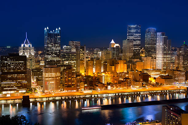 Pittsburgh city center Downtown Pittsburgh over Allegheny River Pennsylvania USA pittsburgh bridge stock pictures, royalty-free photos & images