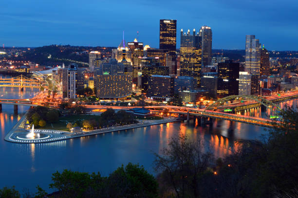 Pittsburgh, Pennsylvania at dusk Pittsburgh,PA, USA May 5, 2014 The city lights of Pittsburgh, Pennsylvania glow against the twilight sky acute angle stock pictures, royalty-free photos & images