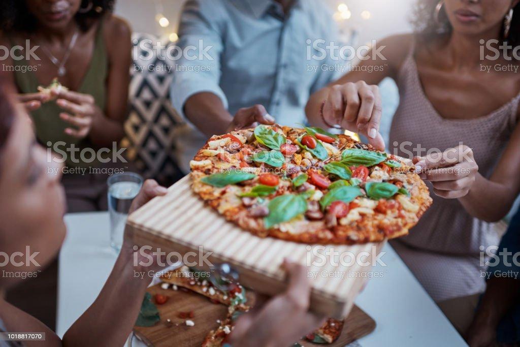 Pizza immer Menschen zusammenbringen – Foto