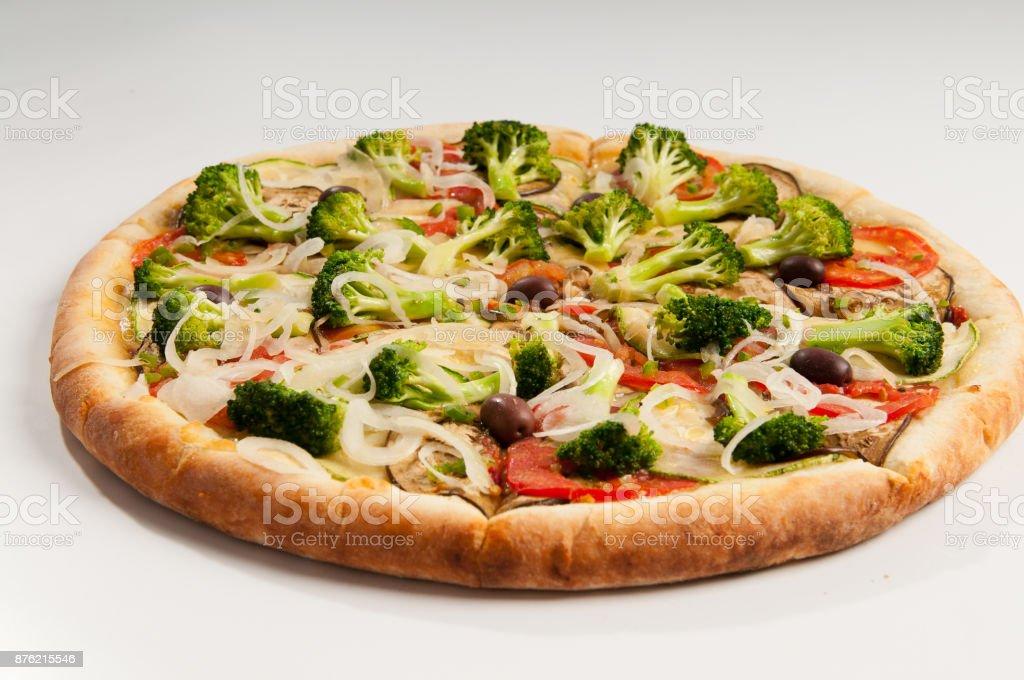 Pizza de Brócolis com Beringela e Cebola stock photo