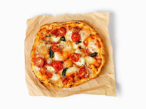 pizza margherita - fladenbrotpizza stock-fotos und bilder