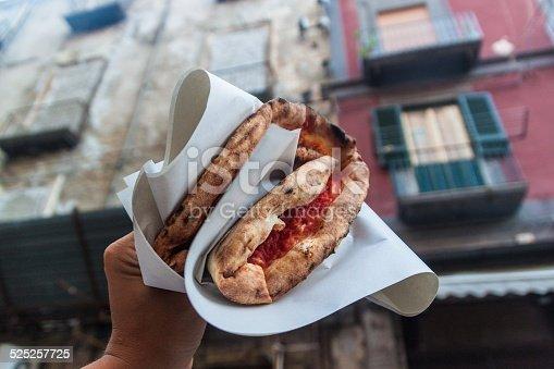 istock pizza margherita 525257725