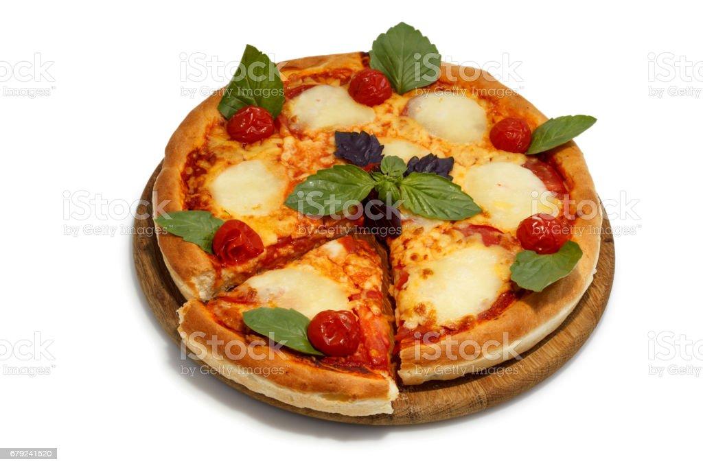 Pizza sur un plateau en bois photo libre de droits
