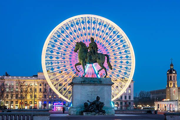 place bellecour, célèbre statue du roi louis xiv par nuit - lyon photos et images de collection