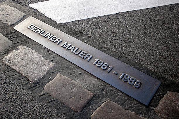ort der berliner mauer bis 1989 - andreas weber stock-fotos und bilder