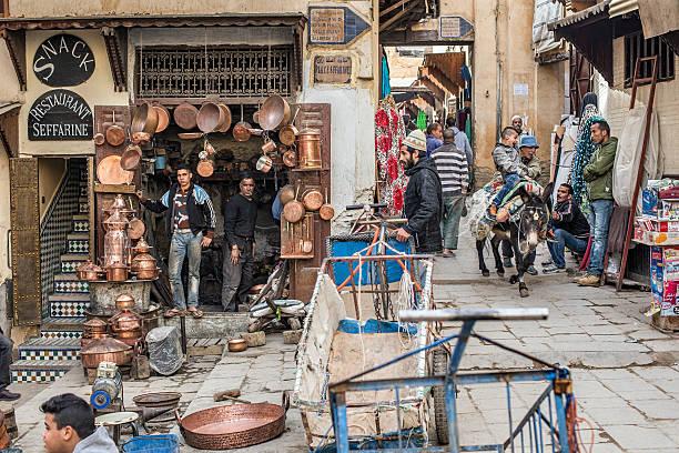 platzieren sie seffarine. fes el bali medina. fez, marokko. afrika. - purdue university stock-fotos und bilder