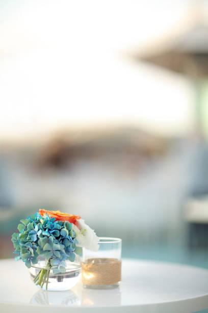 gedeck mit hydrangea - outdoor esszimmer stock-fotos und bilder