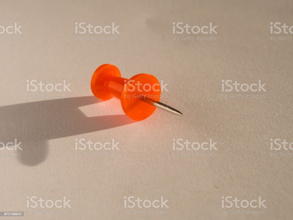 placeholder colored pin for office use - foto stock