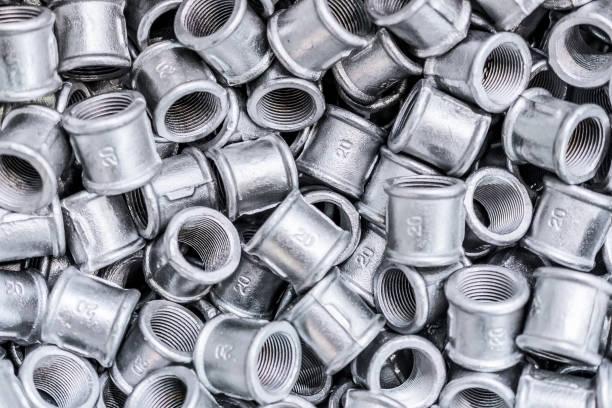 placer connexion des raccords pour tuyaux métalliques - plomb en métal photos et images de collection