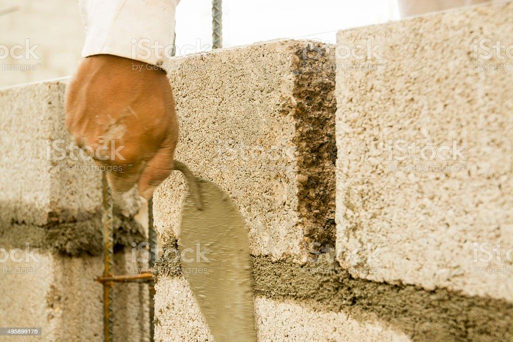 Colocar En Un Bloque De Pared De Cemento Stock Foto E Imagen De - Colocar-bloques-de-hormigon