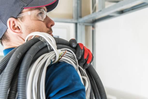 plaatsing elektrische installatie - elektricien stockfoto's en -beelden